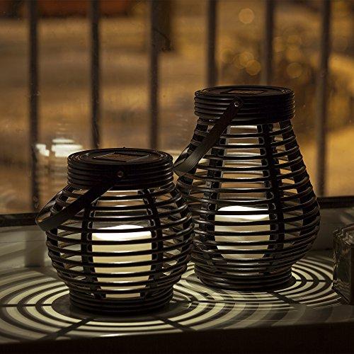Gadgy  Solar Laterne Set Rattan Optik  Braun Marmoriert Kunststoff  2 Stück Tropfenform und Kugel Rund für Draußen  LED Tischleuchte Solarleuchte Garten Deko Lampe Windlicht