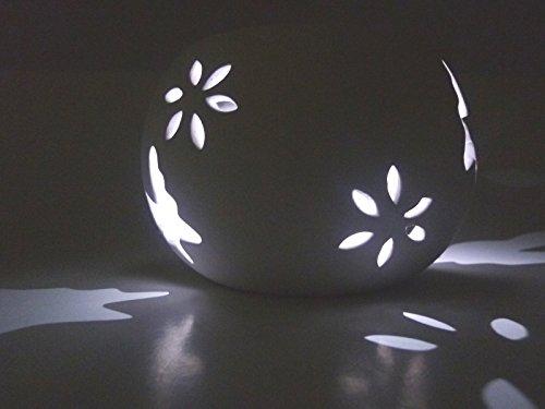 2 x LED Solar Windlicht mit wechselnden Lichtfarben Schmetterling weiß Keramik Solarleuchte Dekorationslampe Lichtspiel für den Garten Terrasse Balkon Pool