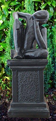 Steinfigur Träumer auf Säule in Schwarz abstrakte Deko-Figur für Haus und Garten moderne Statue als Garten-Figur
